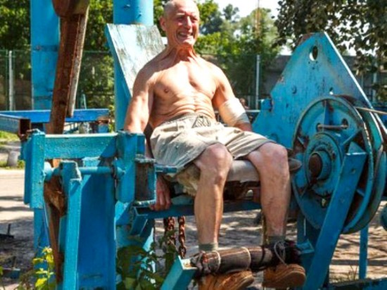 This-Ukrainian-Outdoor-Gym-Is-Made-Entirely-From-Scrap-Metal-2