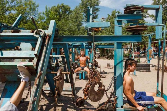 This-Ukrainian-Outdoor-Gym-Is-Made-Entirely-From-Scrap-Metal-5
