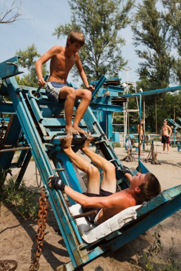 This-Ukrainian-Outdoor-Gym-Is-Made-Entirely-From-Scrap-Metal-8